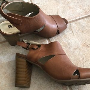 White Mountain Shoes - Heels lightly used